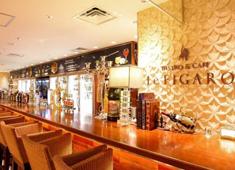 BISTRO&CAFE Le FIGARO 大丸梅田店 求人 大人な雰囲気漂うバーもあり、お一人でゆったりと飲みに来るお客様もいらっしゃいます。