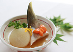医療法人もみじの手 箕面レディースクリニック 求人 素材の持ち味を引き出す料理を...出汁も手作り、季節の旬を活かした魚料理もイチから捌きます。