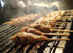 炭火焼とり えんや・やさい串巻き なるとや/有限会社エンヤフードサービス 求人 焼鳥は一串ずつ想いを込めて焼き上げます。えんやオリジナルの鶏料理をイチから学べます!