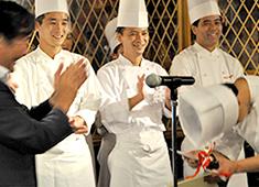 株式会社ダイナック(サントリーグループ・東証2部上場企業) 求人 毎年開催されるメニューグランプリ。料理人として表現できる場所がたくさんあります。