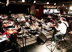 eplus LIVING ROOM CAFE&DINING/株式会社イープラス・ライブ・ワークス 求人 毎晩ライブ演奏が行われ、たくさんのアーティストに表現の場を提供しています。
