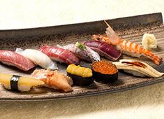 株式会社 玉寿司 求人 ▲当社は日本で初めて末広手巻き寿司を巻いた寿司店。この伝統を元に、これから新しいことへもチャレンジしていきます!