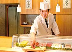 株式会社 玉寿司 求人 ▲旬の厳選素材を職人の技術をひと手間加えて提供。新しい寿司を考案できるのも、寿司を熟知している皆さんだからこそ!