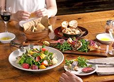 A「ピンクベリー」 B「Royal Garden Café(ロイヤルガーデンカフェ)」/アールアンドケーフードサービス株式会社 求人 女性や家族持ちの方でも働き易い職場環境を目指しています。休日は産休・育休を完備し子供手当なども整えています。