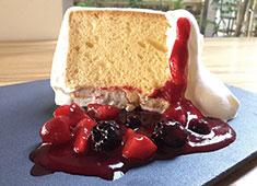 SobaとCafe「SHODAI」※新店舗開業準備室 求人 フルーツをふんだんに使ったパフェやケーキを提供。