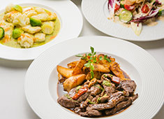 「Elegante Vita(エレガンテヴィータ)」「cafe accueil(アクイーユ)」/株式会社R&Jザ・ワークス 求人 フレンチをベースに世界各国の料理をアレンジして、パーティー料理に仕立てています。