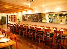 「Elegante Vita(エレガンテヴィータ)」「cafe accueil(アクイーユ)」/株式会社R&Jザ・ワークス 求人 2Fはゲストを身近に感じて仕事ができる、オープンキッチンのパーティー会場になっています。