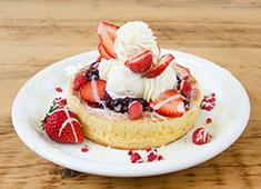 「Elegante Vita(エレガンテヴィータ)」「cafe accueil(アクイーユ)」/株式会社R&Jザ・ワークス 求人 「cafe accueil」のパンケーキは情報サイトで全国一位にもなった人気メニュー。