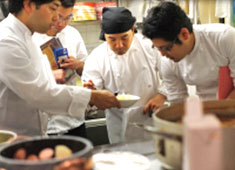 「Godunov(ゴドノフ)」 ・MIGUEL y JUANI(ミゲル フアニ)/※新店舗開業準備室 求人 福利厚生・各種研修も充実!料理人として着実にキャリアを積んでいける環境なのでモチベーション高く働けます!