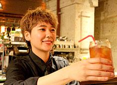 「MONSOON CAFE  舞浜イクスピアリ」「MONSOON CAFE ららぽーとTOKYO-BAY」/ 株式会社グローバルダイニング【東証二部上場】 求人 基本的な飲食経験をお持ちの方は女性も男性も大歓迎!月給30万円以上で入社可能です!