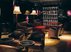 INSOU東日本株式会社  ※新店舗開発事業部 求人 ■既存店紹介 様々なシーンを演出する店内は、まさに洗練された空間。大人が愉しめるそんな隠れ家的なワインバーです。