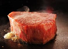 円居-MADOy-/株式会社アルティザン 求人 国産黒毛和牛の他には、伊勢海老・フォアグラなど幅広い食材が扱えます!