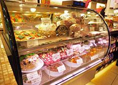 Pizzeria da Aoki 'tappost'(ピッツェリア ダ アオキ タッポスト)/EnoGastronomia 'tappost' Ciaola(タッポスト チャオラ) 求人 エノガストロノミア タッポスト・チャオラでは手作りの惣菜やイタリア産サラミなどを扱っています!