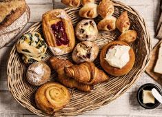 株式会社ファンゴー/「CAFE FUNGO」「CROSSROAD BAKERY」「BISTRO BARNYARD 銀座」 求人 独自のオールスクラッチ製法が学べます!本格的なパンを約70種提供しています。