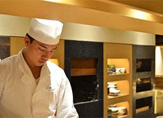 株式会社ピューターズ 求人 ▲お客様との距離が近いお店です。あなたの握る寿司やおもてなしで笑顔になるお客様を見れた時が最高の瞬間!