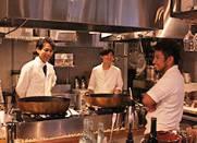 「天ぷらと寿司ミコ」「古民家キッチンJLIO」/株式会社エンジョイライフ 求人 「天ぷらと寿司ミコ」のスタッフ達!笑顔が絶えない職場です!