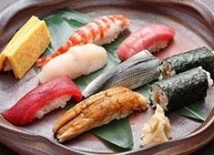 寿司政 当店は、赤酢のシャリを使用しています。玉子、小肌、穴子、ガリなど、江戸前の味がおぼえられます。