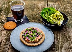Nicolai Bergmann K.K. 北欧スタイルで展開する、花と緑に囲まれたおしゃれなカフェ。グローバルな雰囲気で働けます。