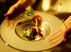 Steak Dining Vitis(ステーキダイニングヴィティス) 求人 今までの経験を活かして、あなただけのコースメニュを作り上げてください。一緒に成長していきましょう!