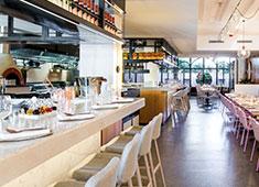 N2 Brunch Club/株式会社 レストラン モア 求人 雰囲気も含めて、オーストラリアを感じていただける店内です。※画像はイメージです。
