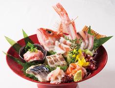 株式会社にっぱん 和食・寿司 海外新店開業準備室 求人 【寿司 美寿思】正統派寿司店イメージした店内やカウンター。日本式の隅々まで行き届いた丁寧なサービスもウリにします。