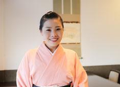 招福楼 東京店 若女将(写真)を中心に笑顔が絶えないお店。すんなりと溶け込むことができます!