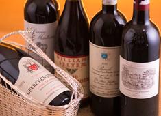 株式会社英知建物グループ レストラン事業部 フランス産をメインにイタリア産、スペイン産、国産ワインなど、約300種を扱うことができます。