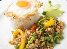 株式会社コルドンブルー カオマンガイやガパオライス、パッタイやフォー、トムヤムクンなどの定番料理に加え、オリジナル料理も提供しています。