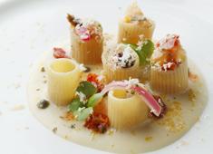 「ARMANI / RISTORANTE」/ジョルジオ アルマーニ ジャパン 株式会社 求人 美味しいだけでなく、目で見ても楽しめる鮮やかな一皿を作ります。