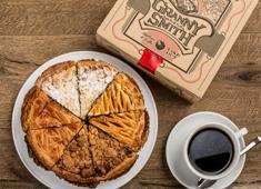 株式会社ファンゴー/「GRANNY SMITH APPLE PIE & COFFEE」「CAFE FUNGO」「CROSSROAD BAKERY」 求人 グラニースミスのアップルパイは、当社を代表する人気商品!経験者は新たなアップルパイの企画にも参加できます!