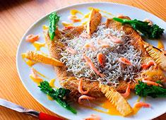 上野藪そば 求人 蕎麦粉を使用したクレープ(ガレット)も大好評!デザートとしても食事としても幅広くメニュー展開しています。