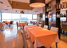南欧料理 Banchina(バンキーナ) 予約のお客様が中心の営業形態をとっています。