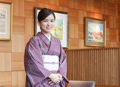 株式会社柿安本店 新店舗では和装ホールサービスも募集中!二部式の着物での勤務も可能です。