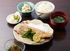 株式会社SEASONING(シーズニング) 定食業態では、手仕込みにこだわった、丁寧な料理を提供。季節ごとのメニュー考案なども大歓迎!