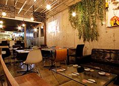 株式会社QUESTa 私たちの強みは「美味なお料理」と「独創的な空間」。内装も自らDIYして作ったこだわりの店舗です。