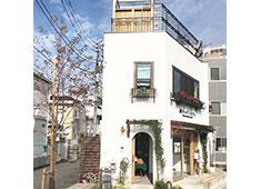 EIZAN合同会社 ソメイヨシノの里にたたずむ1軒やのオシャレな店。