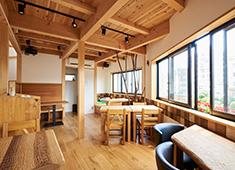 EIZAN合同会社 木の温もりがたたずむ優しい癒しの空間。