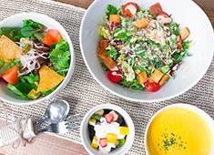 「EAT MORE GREENS」「eat more SOUP&BREAD」/株式会社ビッグイーツ 求人 「EAT MORE GREENS」では新鮮な野菜たっぷりのカフェごはんを提供しています。