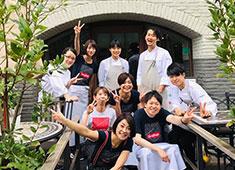 KNOCK CUCINA BUONA ITALIANA(ノック クッチーナ ボーナ イタリアーナ)/株式会社マザーレストランツ 求人 ▲20~40代のスタッフが活躍!キッチンは料理に、ホールはサービスにきちんと専念できるお店です。