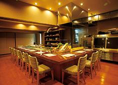 地もの天ぷら 然や お客様と距離が近いカウンターと、落ち着ける個室を完備!当店だけで様々なシチュエーションを経験できますよ!