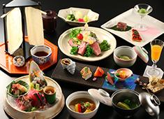 野口観光株式会社 気品溢れる懐石料理を提供しています。丹精込めた料理に、あなたのスキルで彩りを加えませんか。