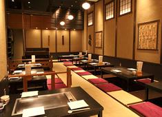 かしわ 渋谷ヒカリエ店・二子玉川ライズ店・PARCO-ya上野店/ソルト・コンソーシアム株式会社 求人 25歳店長も活躍中!料理長、店長は月給37~45万円+賞与。あなたの経験を考慮し給与に反映します。