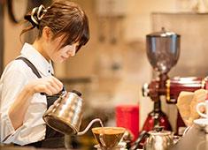 IRISH PUB CELTS(ケルツ)/株式会社第一興商(東証一部上場) 求人 ゆったりと寛げる癒しの空間をコンセプトとしたカフェ業態を展開しています。