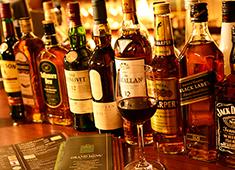 IRISH PUB CELTS(ケルツ)/株式会社第一興商(東証一部上場) 求人 お酒が好きな人。学びたい人。人と盛り上がることが好きな人。仕事を楽しみながら成長してください。
