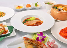 株式会社 横浜桂林 セントラルキッチンでは美味しさを追求して新商品を開発し、食材にもこだわり安心安全な商品を製造しています。