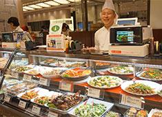 株式会社 横浜桂林 20代から50代まで幅広いスタッフが活躍中。人と接することが好きな方大歓迎です。