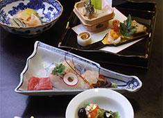 美ささ商事 株式会社 視覚・味覚でその季節の旬を!日本の四季を楽しんでもらえる料理を作っています。