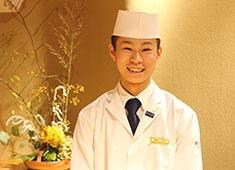 「若槻」「KARUME」 求人 岡山県出身の高畠くん/17年5月入社(27才)。地元の鮨店で修行後、若月へ入社。