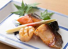 株式会社 魚久(うおきゅう) 求人 当社自慢の粕漬を炭火で丁寧に焼いています。 温かみ溢れる料理をお客様に提供しましょう。