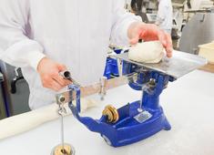 株式会社北欧トーキョー 【手で感じ、手で仕上げ、笑顔で手わたし】がコンセプト。一つひとつのパンに想いを込めてつくっています。